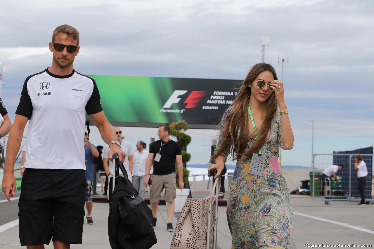 GP UNGHERIA, 26.07.2015 - Jenson Button (GBR)  McLaren Honda MP4-30. e sua moglie Jessica Michibata (GBR)