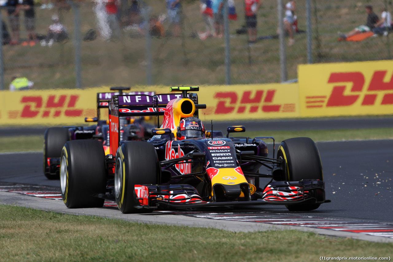 GP UNGHERIA, 26.07.2015 - Gara, Daniil Kvyat (RUS) Red Bull Racing RB11 davanti a Daniel Ricciardo (AUS) Red Bull Racing RB11