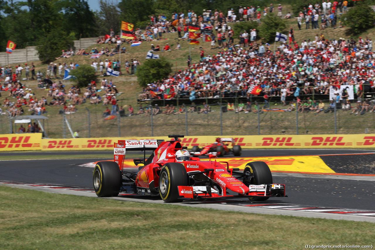 GP UNGHERIA, 26.07.2015 - Gara, Sebastian Vettel (GER) Ferrari SF15-T davanti a Kimi Raikkonen (FIN) Ferrari SF15-T