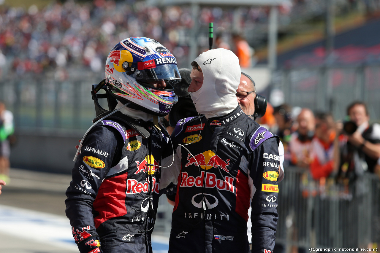 GP UNGHERIA, 26.07.2015 - Gara, Daniel Ricciardo (AUS) Red Bull Racing RB11 e Daniil Kvyat (RUS) Red Bull Racing RB11