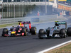 GP UNGHERIA, 26.07.2015 - Gara, Daniel Ricciardo (AUS) Red Bull Racing RB11 e Nico Rosberg (GER) Mercedes AMG F1 W06