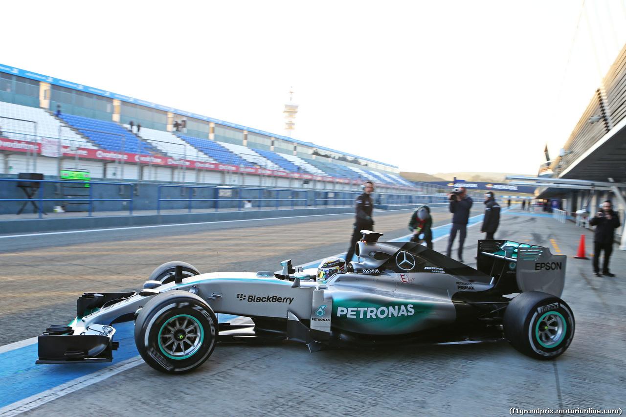 TEST F1 JEREZ 2 FEBBRAIO, Lewis Hamilton (GBR) Mercedes AMG F1 W06 leaves the pits. 02.02.2015.