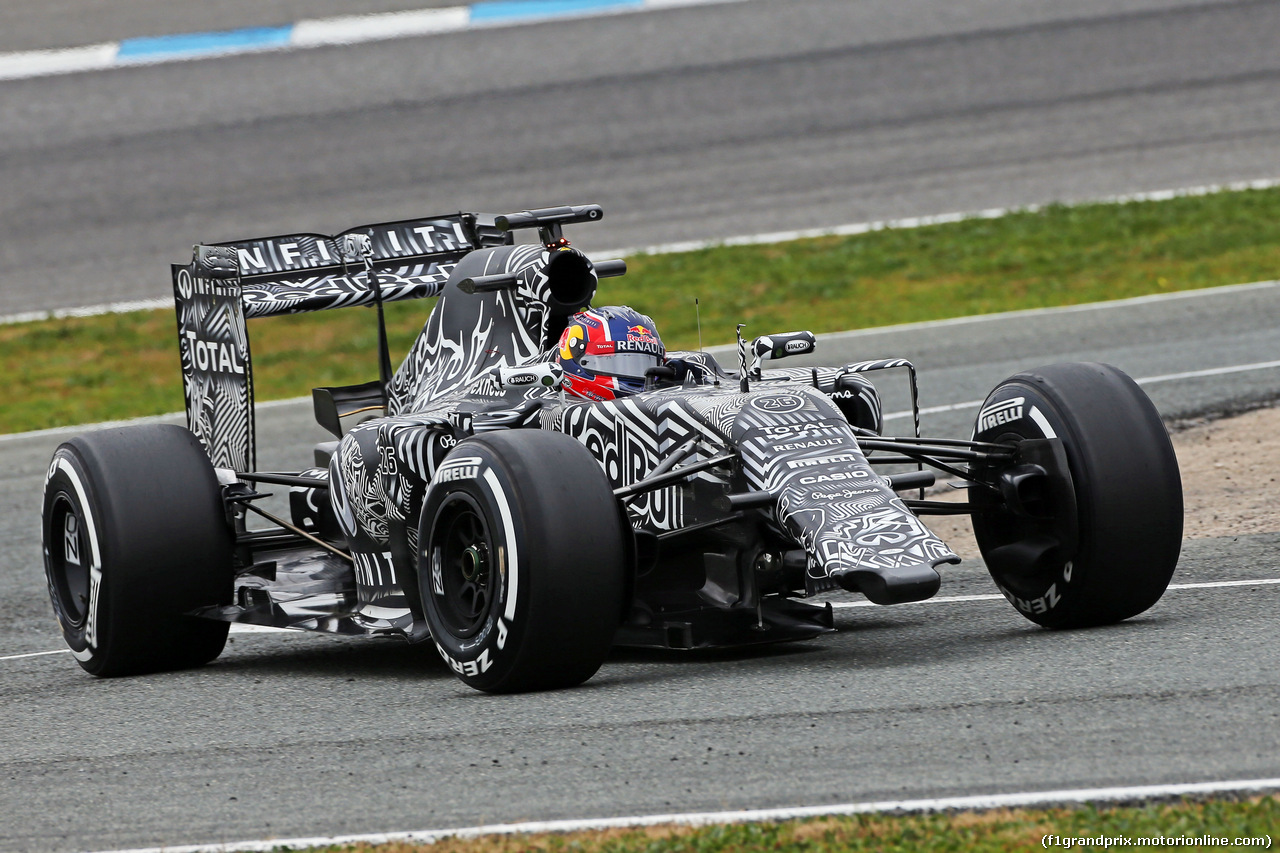 TEST F1 JEREZ 2 FEBBRAIO, Daniil Kvyat (RUS) Red Bull Racing RB11 running without a front wing. 02.02.2015.