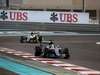 GP ABU DHABI, 27.11.2016 - Gara, Lewis Hamilton (GBR) Mercedes AMG F1 W07 Hybrid davanti a Nico Rosberg (GER) Mercedes AMG F1 W07 Hybrid