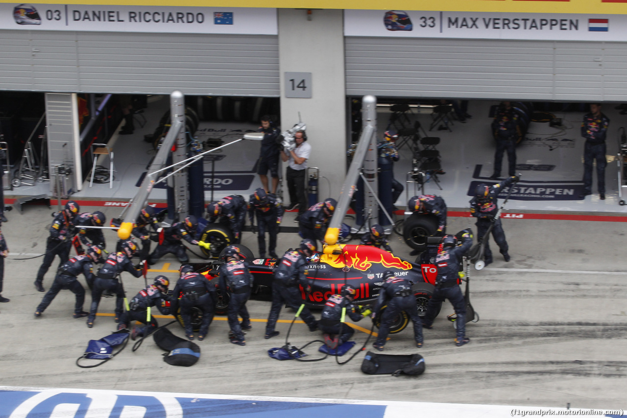 GP AUSTRIA, 03.07.2016 - Pit Stop, Max Verstappen (NED) Red Bull Racing RB12