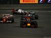 GP BAHRAIN, 03.04.2016 - Gara, Kimi Raikkonen (FIN) Ferrari SF16-H e Daniel Ricciardo (AUS) Red Bull Racing RB12