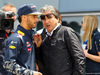 GP CINA, 17.04.2016 - Daniel Ricciardo (AUS) Red Bull Racing RB12 e Pasquale Lattuneddu (ITA), FOM