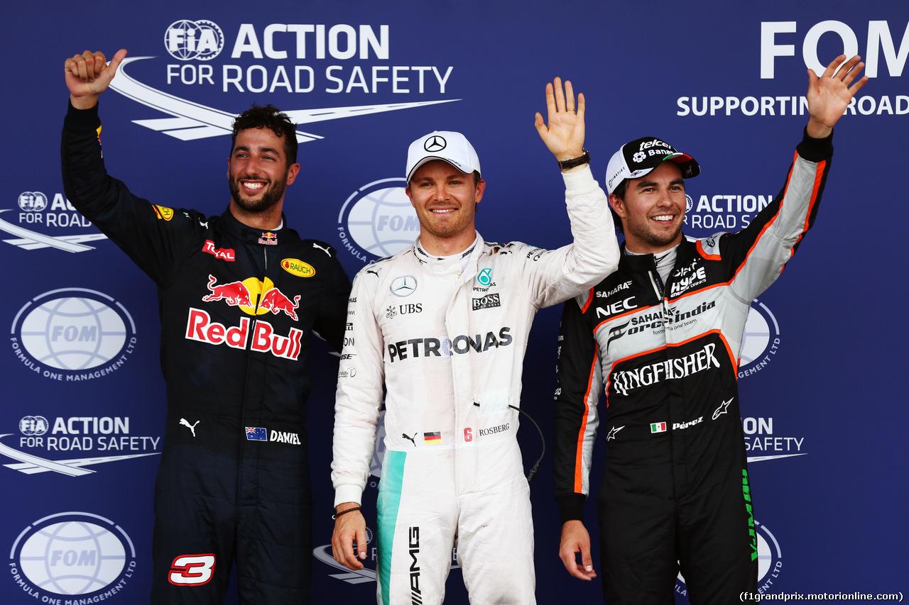 GP EUROPA, Qualifiche top three in parc ferme (L to R): Daniel Ricciardo (AUS) Red Bull Racing RB12, third; Lewis Hamilton (GBR) Mercedes AMG F1, pole position; Sergio Perez (MEX) Sahara Force India F1, second.