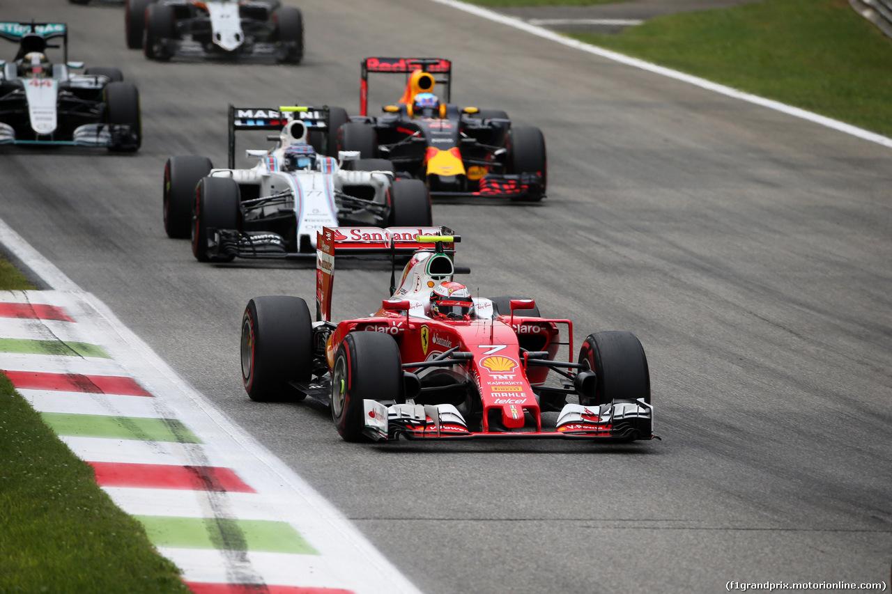 GP ITALIA, 04.09.2016 - Gara, Kimi Raikkonen (FIN) Ferrari SF16-H davanti a Valtteri Bottas (FIN) Williams FW38