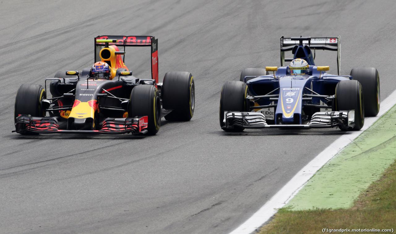 GP ITALIA, 04.09.2016 - Gara, Max Verstappen (NED) Red Bull Racing RB12 e Marcus Ericsson (SUE) Sauber C34