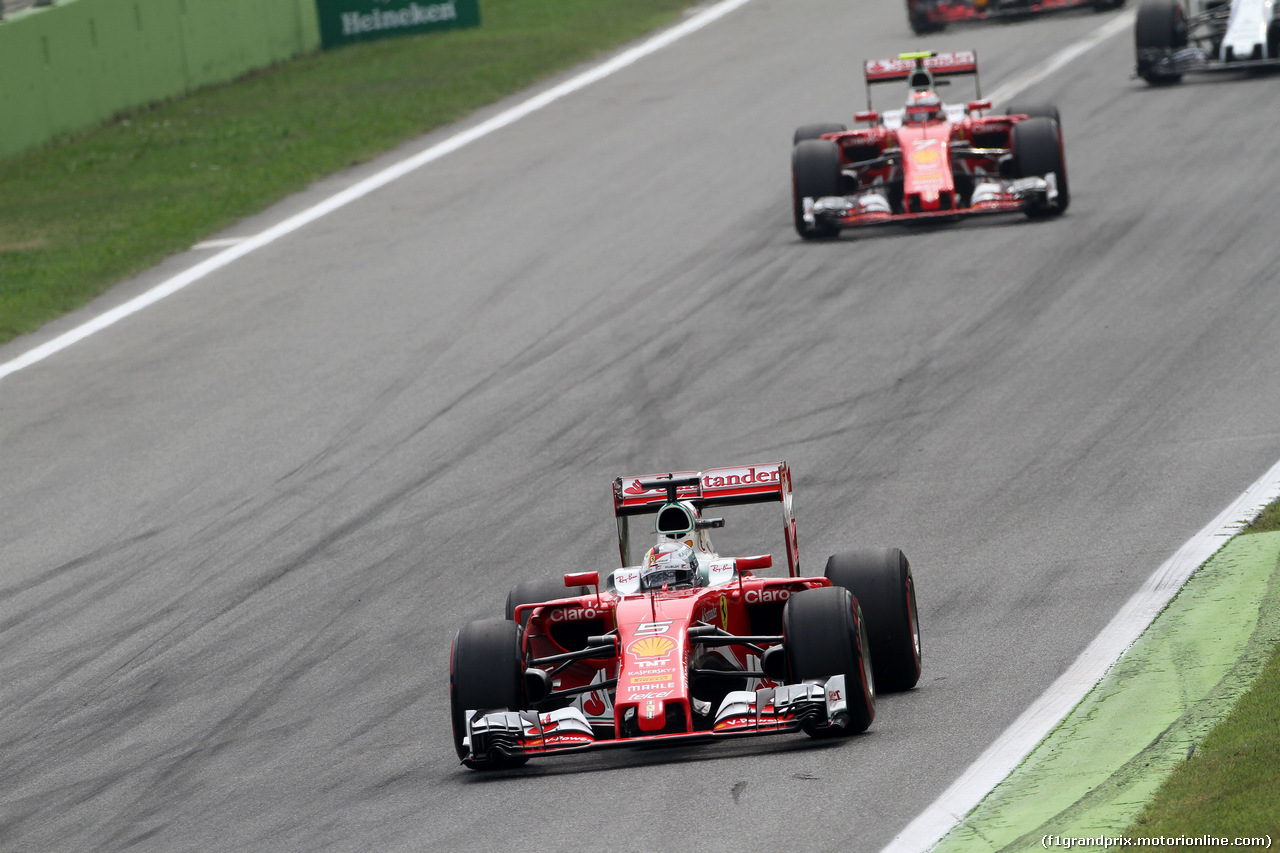 GP ITALIA, 04.09.2016 - Gara, Sebastian Vettel (GER) Ferrari SF16-H davanti a Kimi Raikkonen (FIN) Ferrari SF16-H