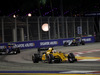 GP SINGAPORE, 18.09.2016 - Gara, Kevin Magnussen (DEN) Renault Sport F1 Team RS16 davanti a Felipe Nasr (BRA) Sauber C34