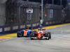 GP SINGAPORE, 18.09.2016 - Gara, Pascal Wehrlein (GER) Manor Racing MRT05 e Sebastian Vettel (GER) Ferrari SF16-H