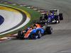 GP SINGAPORE, 18.09.2016 - Gara, Pascal Wehrlein (GER) Manor Racing MRT05 davanti a Felipe Nasr (BRA) Sauber C34