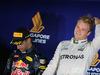 GP SINGAPORE, 18.09.2016 - Gara, secondo Daniel Ricciardo (AUS) Red Bull Racing RB12 e Nico Rosberg (GER) Mercedes AMG F1 W07 Hybrid vincitore