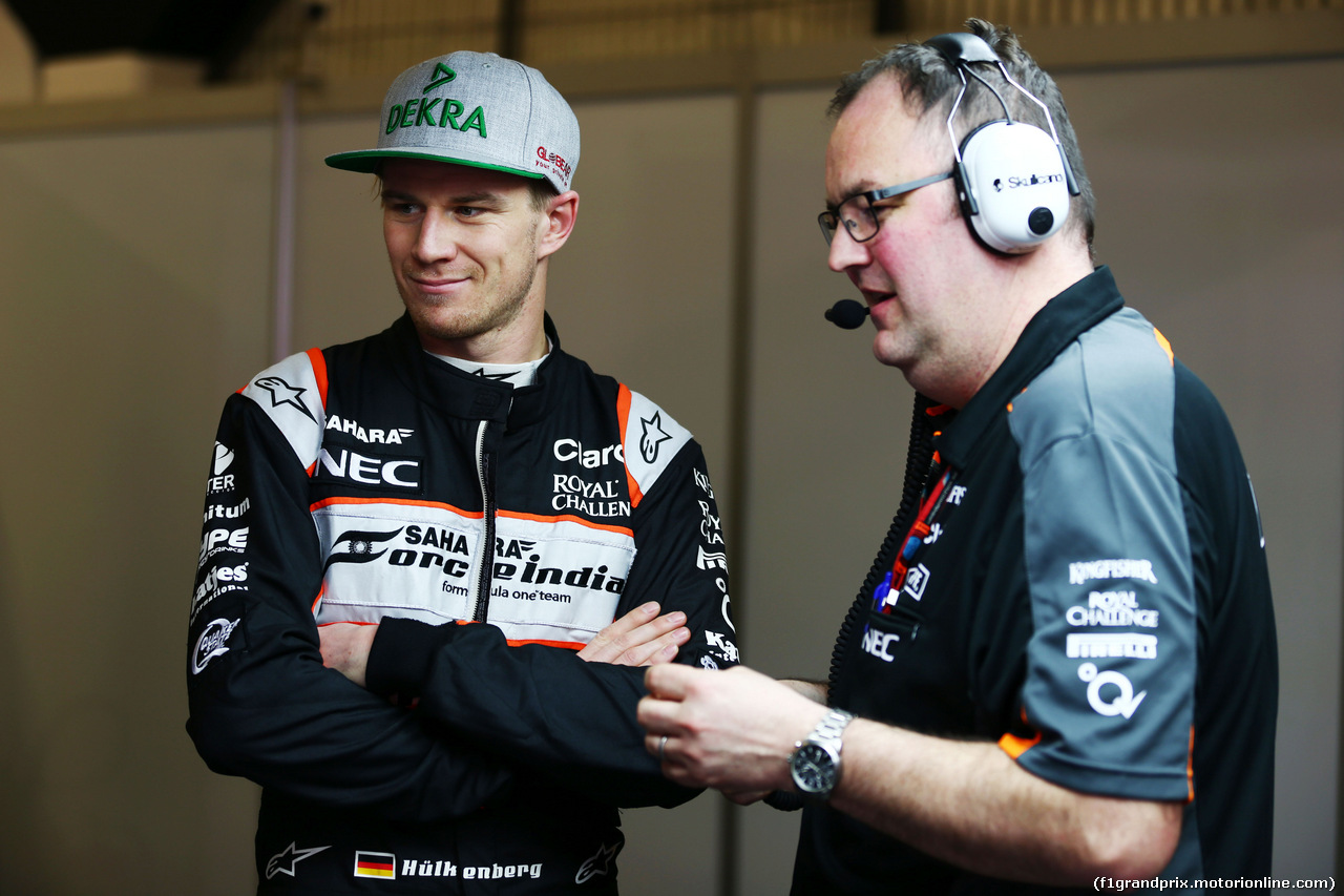 TEST F1 BARCELLONA 24 FEBBRAIO, (L to R): Nico Hulkenberg (GER) Sahara Force India F1 with Tom McCullough (GBR) Sahara Force India F1 Team Chief Engineer. 24.02.2016.