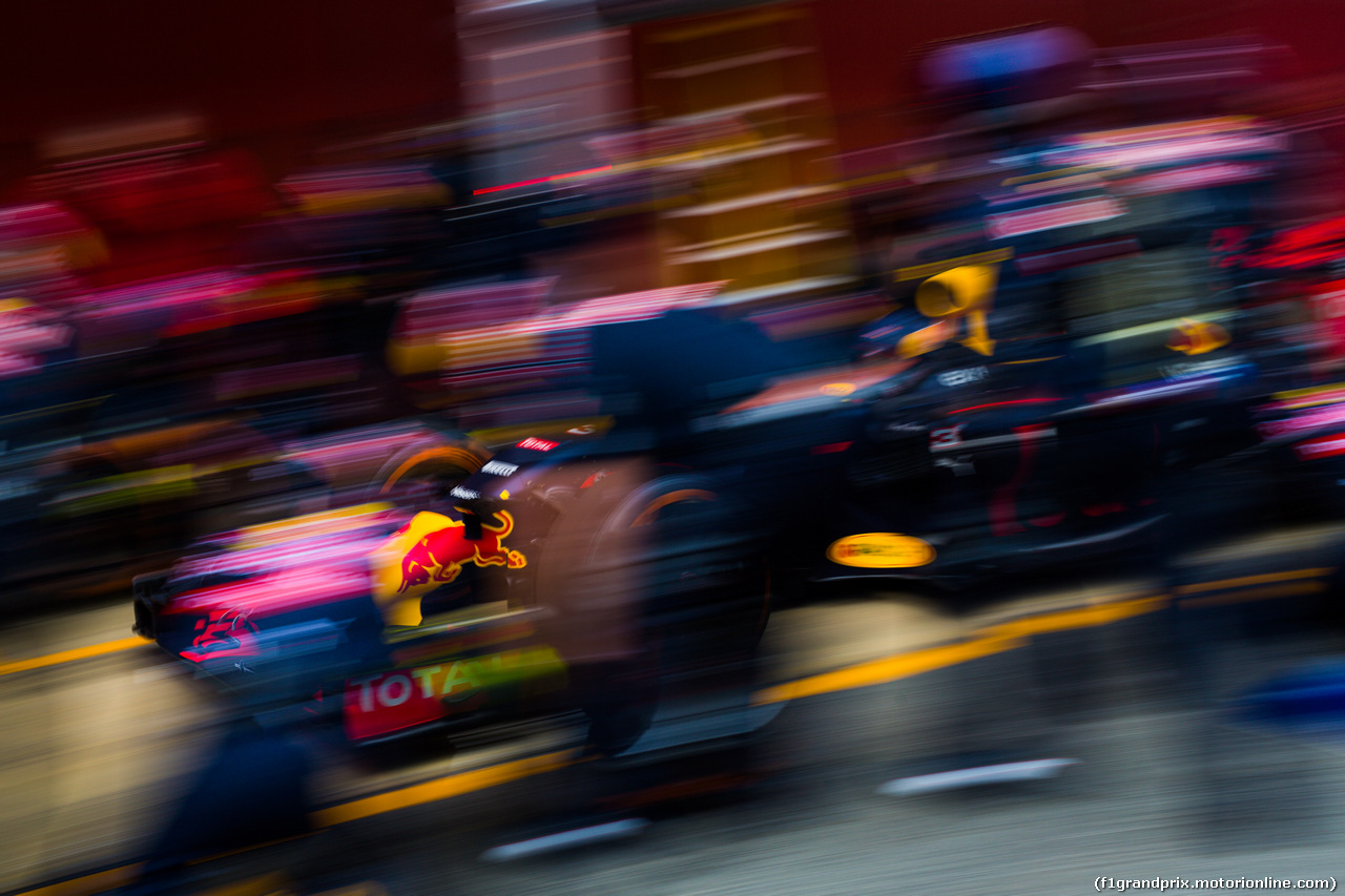 TEST F1 BARCELLONA 2 MARZO, Red Bull Racing practices a pit stop. 02.03.2016.