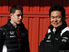 TEST F1 BARCELLONA 4 MARZO, (L to R): Stoffel Vandoorne (BEL) McLaren Test e Reserve Driver with Yasuhisa Arai (JPN) Honda Motorsport Chief Officer. 04.03.2016.