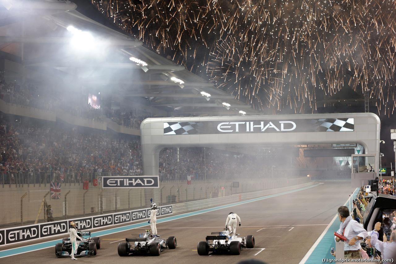 GP ABU DHABI, 26.11.2017 - Gara, 2nd place Lewis Hamilton (GBR) Mercedes AMG F1 W08, Valtteri Bottas (FIN) Mercedes AMG F1 W08 vincitore e Felipe Massa (BRA) Williams FW40