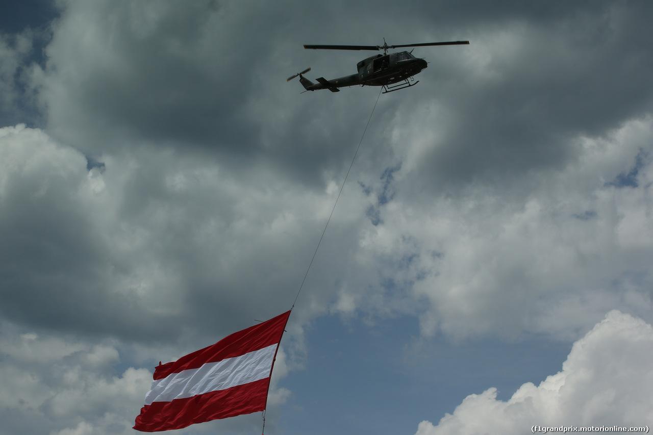 GP AUSTRIA, 09.07.2017- helicopter e austrian flag