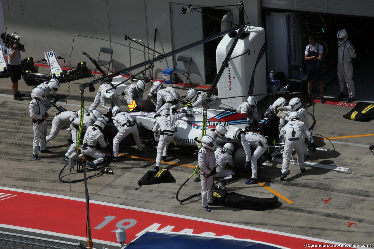 GP AUSTRIA, 09.07.2017-Lance Stroll (CDN) Williams FW40  during pit stop