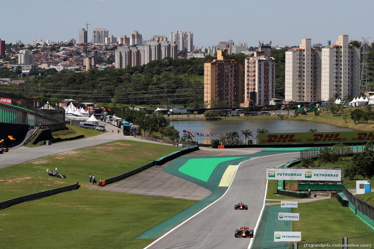 GP BRASILE, 12.11.2017 - Gara, Max Verstappen (NED) Red Bull Racing RB13 davanti a Daniel Ricciardo (AUS) Red Bull Racing RB13