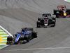 GP BRASILE, 12.11.2017 - Gara, Pascal Wehrlein (GER) Sauber C36 e Romain Grosjean (FRA) Haas F1 Team VF-17