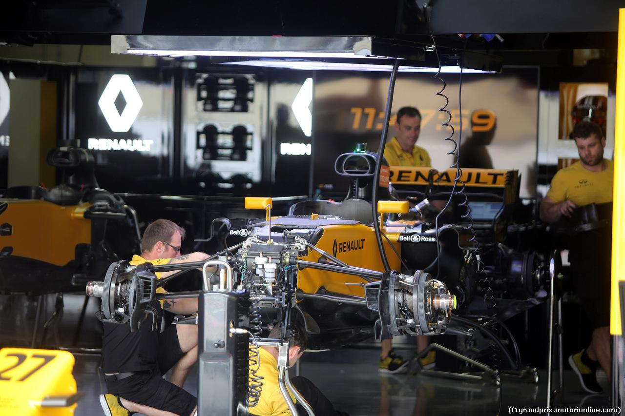 GP BRASILE, 09.11.2017 - Renault garage