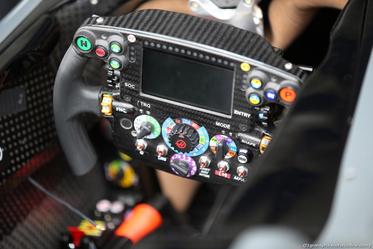 GP BRASILE, 09.11.2017 - The steering wheel of Haas F1 Team VF-17