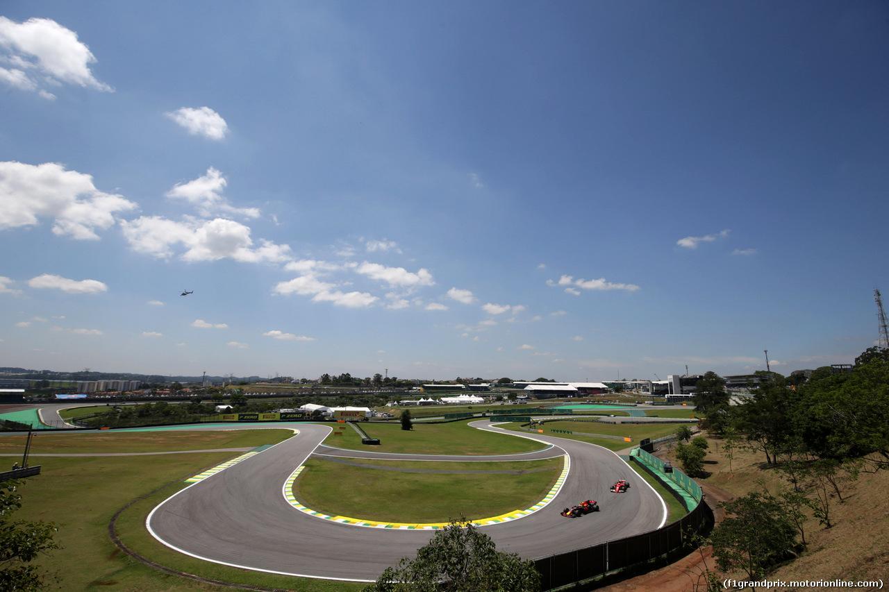 GP BRASILE, 10.11.2017 - Prove Libere 1, Max Verstappen (NED) Red Bull Racing RB13 e Kimi Raikkonen (FIN) Ferrari SF70H