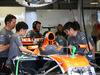GP CANADA, 09.06.2017- Free Practice 2, meccanici are reparing Fernando Alonso (ESP) McLaren Honda MCL32