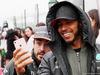 GP CINA, 09.04.2017 - Fernando Alonso (ESP) McLaren MCL32 e Lewis Hamilton (GBR) Mercedes AMG F1 W08