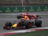 GP CINA, 09.04.2017 - Gara, Daniel Ricciardo (AUS) Red Bull Racing RB13 e Kimi Raikkonen (FIN) Ferrari SF70H