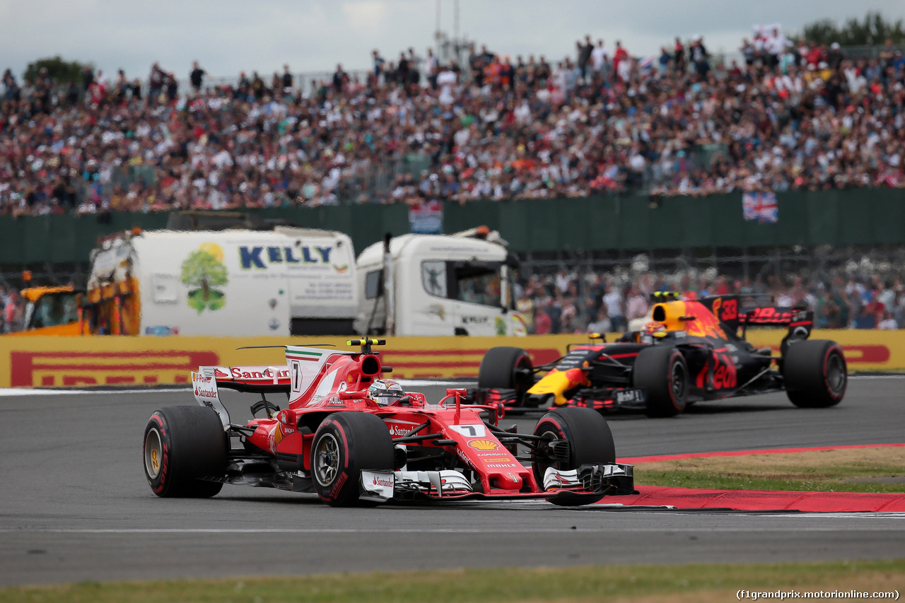 GP GRAN BRETAGNA, 16.07.2017 - Gara, Kimi Raikkonen (FIN) Ferrari SF70H e Max Verstappen (NED) Red Bull Racing RB13