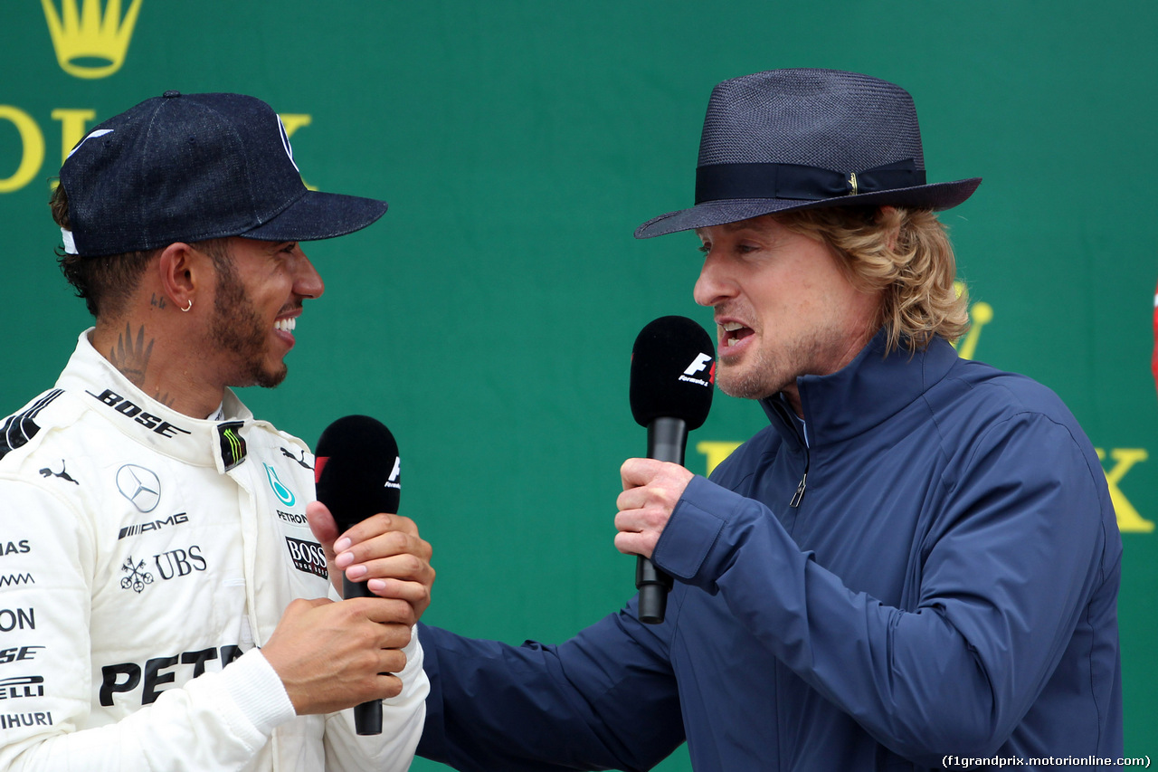 GP GRAN BRETAGNA, 16.07.2017 - Gara, Lewis Hamilton (GBR) Mercedes AMG F1 W08 vincitore e Owen Wilson (USA) Actor