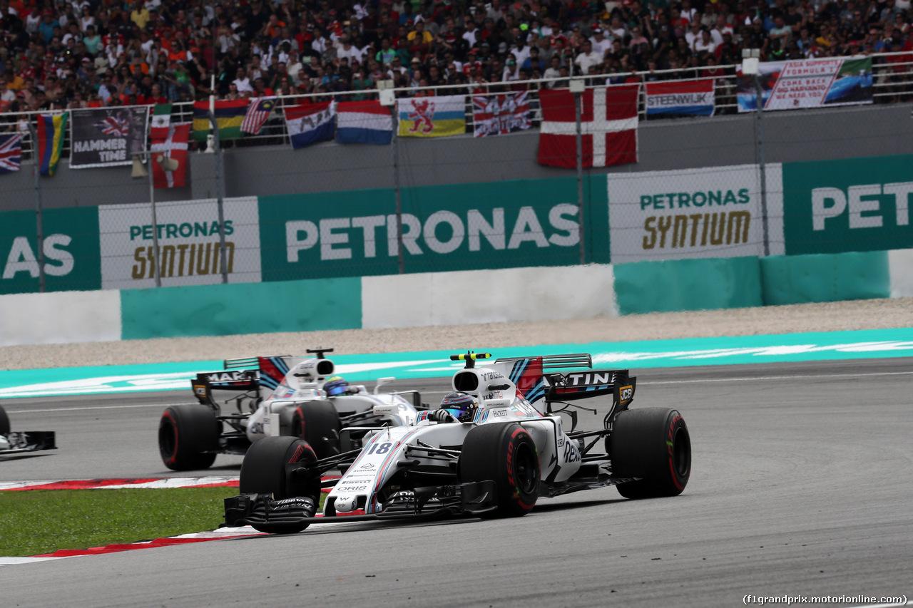 GP MALESIA, 01.10.2017 - Gara, Lance Stroll (CDN) Williams FW40 davanti a Felipe Massa (BRA) Williams FW40
