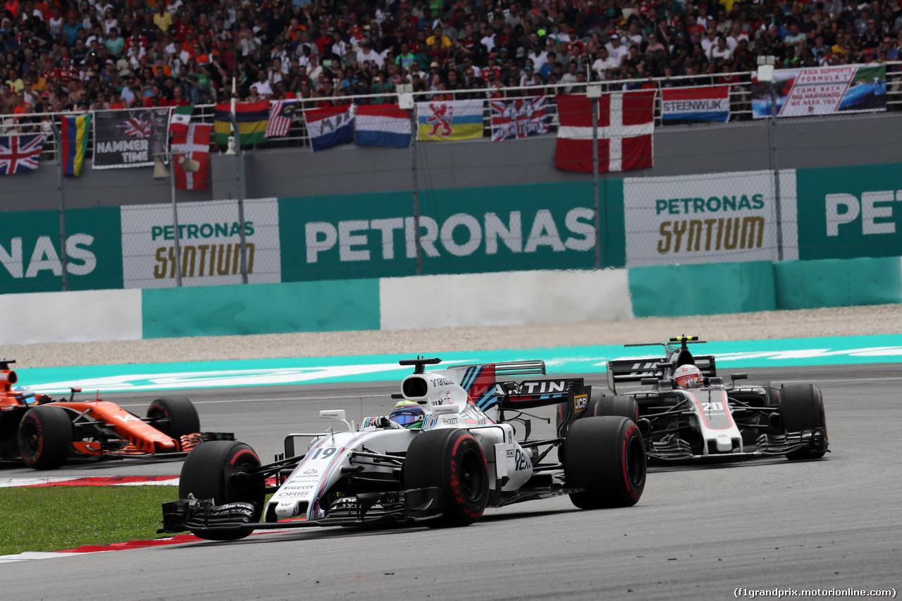 GP MALESIA, 01.10.2017 - Gara, Felipe Massa (BRA) Williams FW40 davanti a Kevin Magnussen (DEN) Haas F1 Team VF-17