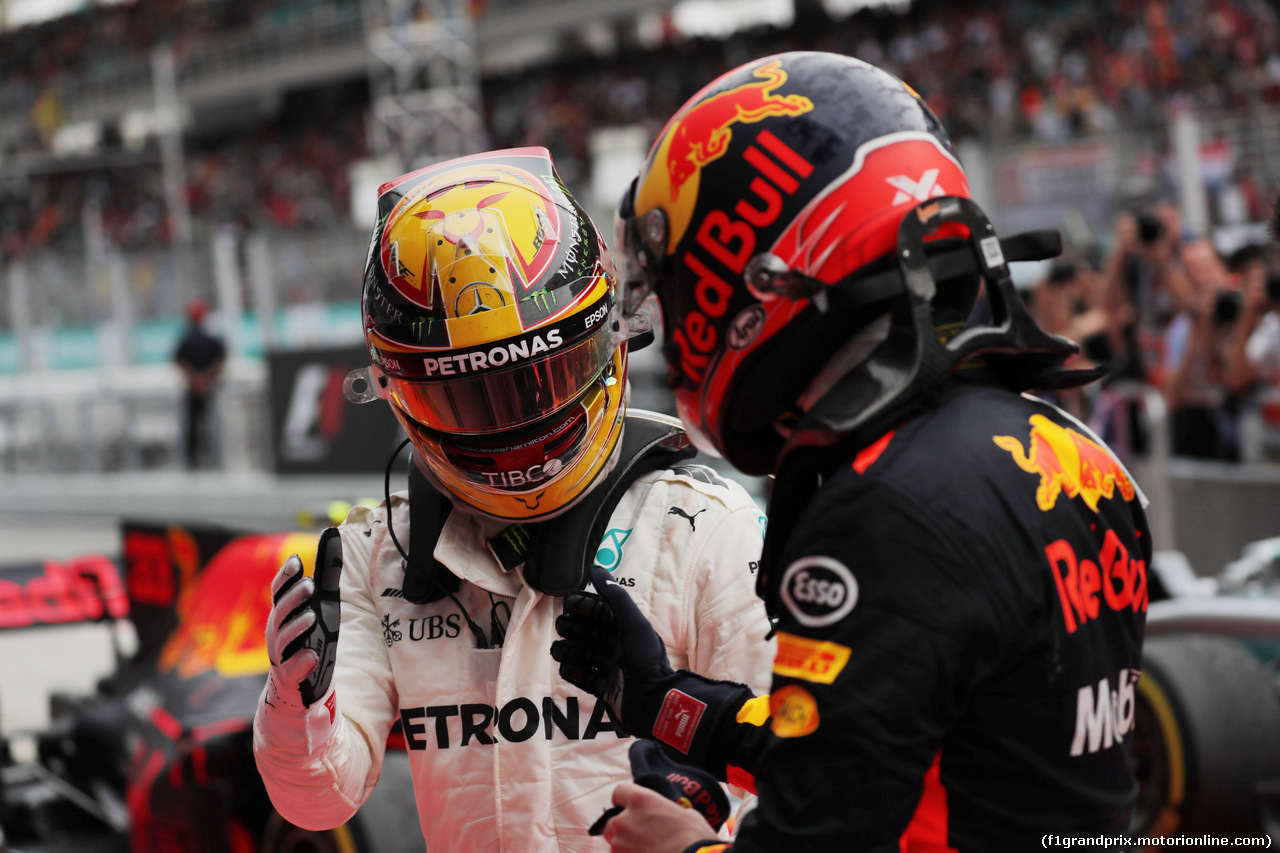 GP MALESIA, 01.10.2017 - Gara, 2nd place Lewis Hamilton (GBR) Mercedes AMG F1 W08 e 3rd place Max Verstappen (NED) Red Bull Racing RB13 vincitore