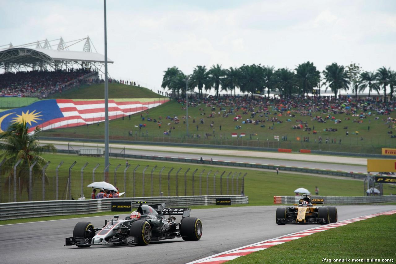 GP MALESIA, 01.10.2017 - Gara, Kevin Magnussen (DEN) Haas F1 Team VF-17 e Nico Hulkenberg (GER) Renault Sport F1 Team RS17