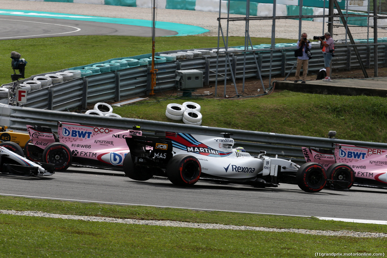 GP MALESIA, 01.10.2017 - Gara, Start of the race, Felipe Massa (BRA) Williams FW40 e Esteban Ocon (FRA) Sahara Force India F1 VJM10