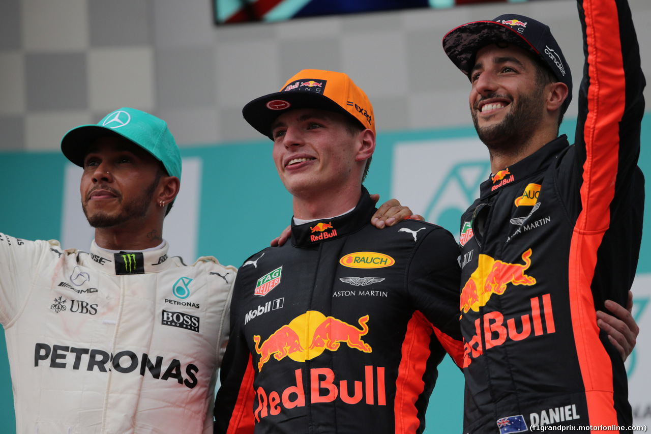 GP MALESIA, 01.10.2017 - Gara, 2nd place Lewis Hamilton (GBR) Mercedes AMG F1 W08, Max Verstappen (NED) Red Bull Racing RB13 vincitore e 3rd place Daniel Ricciardo (AUS) Red Bull Racing RB13