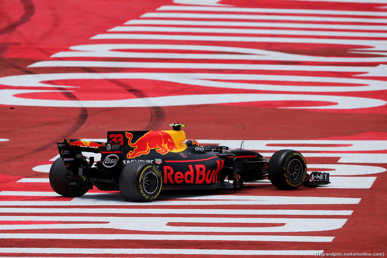 GP SPAGNA, Max Verstappen (NLD) Red Bull Racing RB13 off the circuit at the partenza of the race. 14.05.2017.