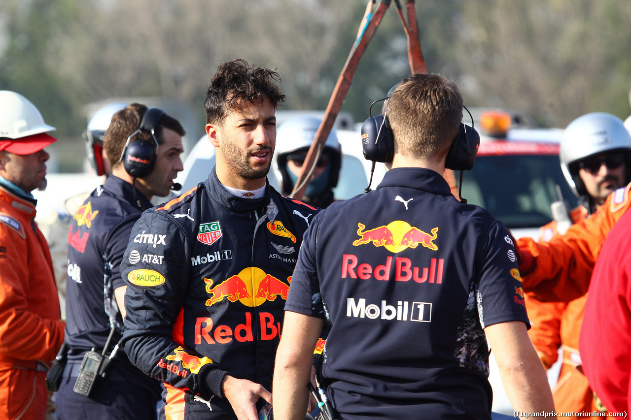 TEST F1 BARCELLONA 27 FEBBRAIO, 27.02.2017 - Daniel Ricciardo (AUS) Red Bull Racing RB13 stopped on track