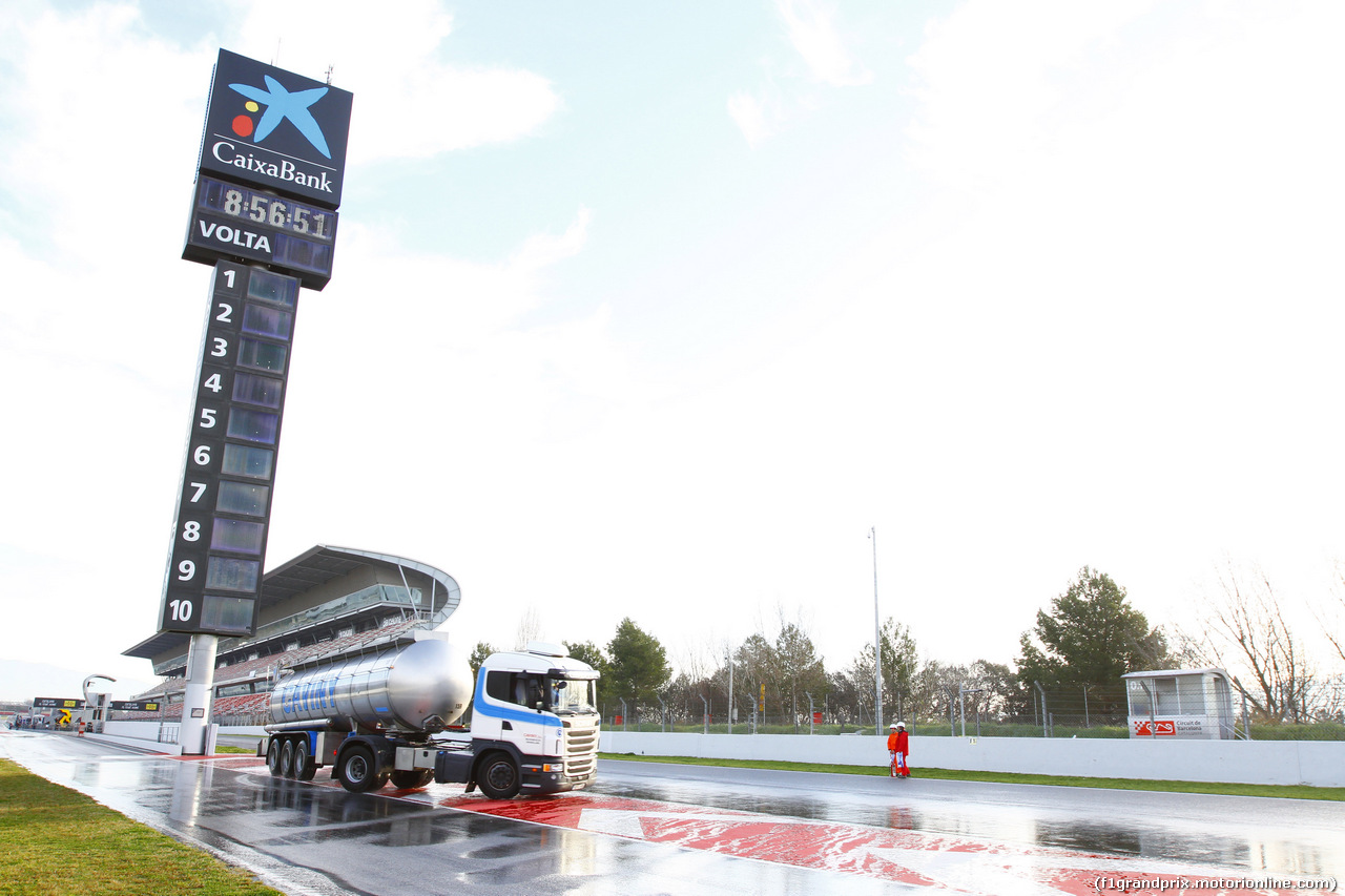 TEST F1 BARCELLONA 2 MARZO, 02.03.2017 - The circuit is artificially watered