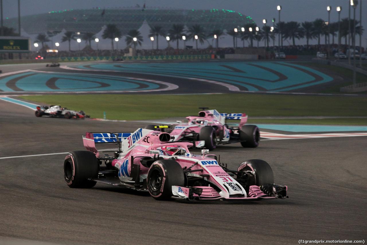 GP ABU DHABI, 25.11.2018 - Gara, Esteban Ocon (FRA) Racing Point Force India F1 VJM11 davanti a Sergio Perez (MEX) Racing Point Force India F1 VJM11