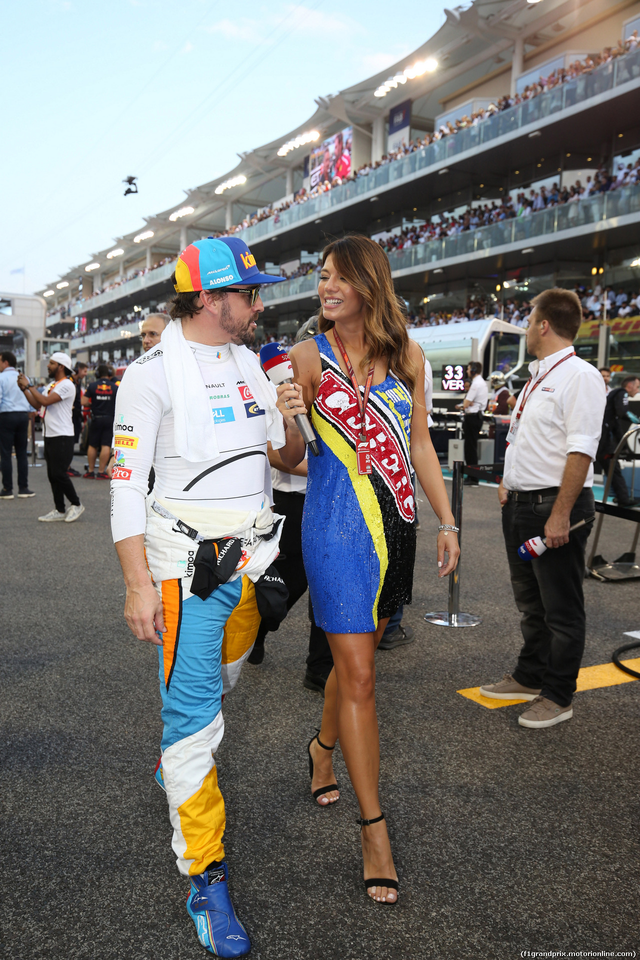 GP ABU DHABI, 25.11.2018 - Gara, Fernando Alonso (ESP) McLaren MCL33 e Federica Masolin (ITA) Sky