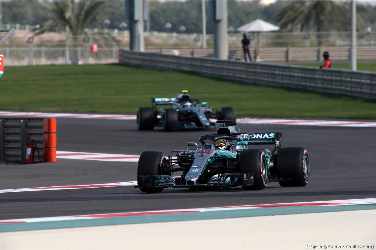 GP ABU DHABI, 24.11.2018 - Prove Libere 3, Lewis Hamilton (GBR) Mercedes AMG F1 W09 davanti a Valtteri Bottas (FIN) Mercedes AMG F1 W09