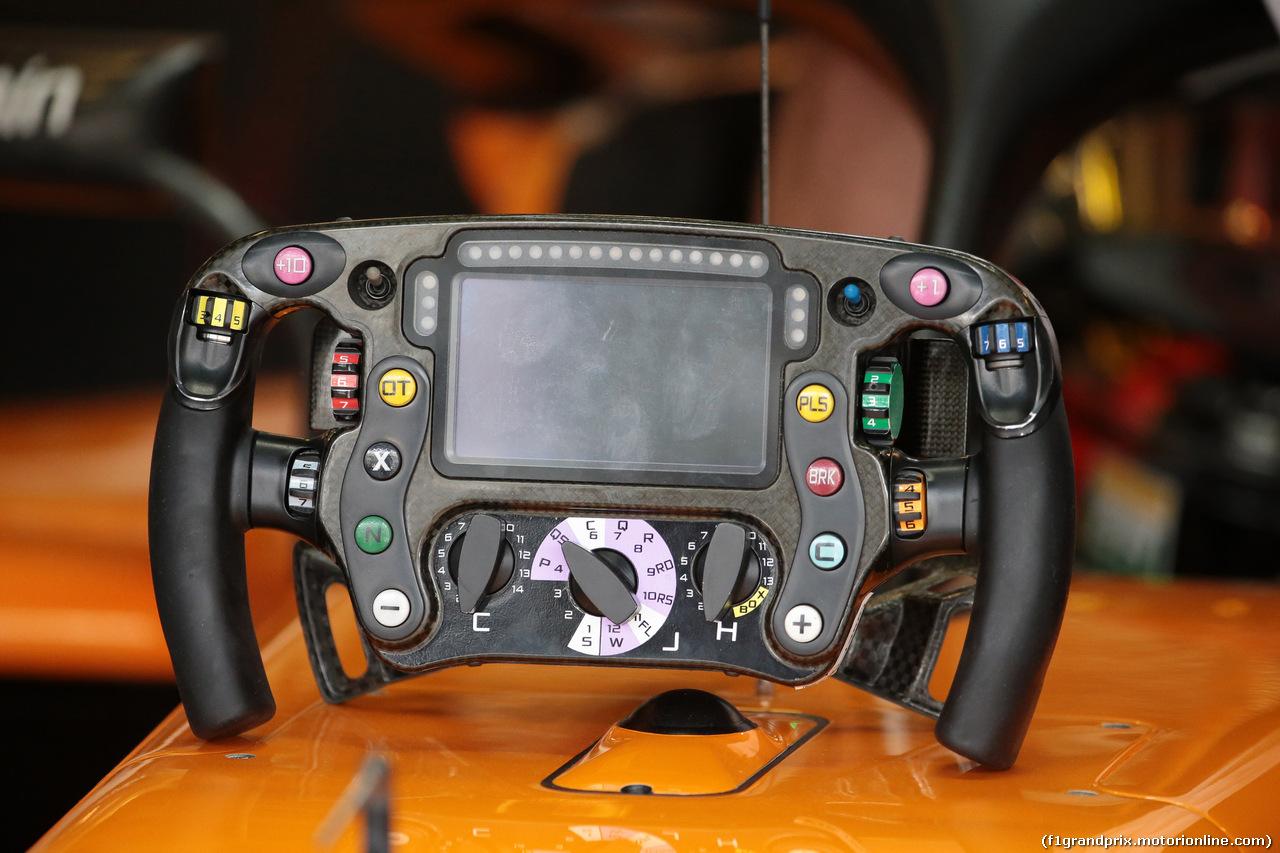 GP ABU DHABI, 24.11.2018 - Prove Libere 3, The steering wheel of Stoffel Vandoorne (BEL) McLaren MCL33