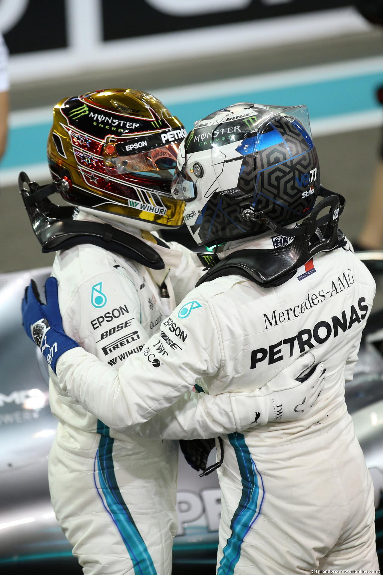 GP ABU DHABI, 24.11.2018 - Qualifiche, Lewis Hamilton (GBR) Mercedes AMG F1 W09 pole position e 2nd place Valtteri Bottas (FIN) Mercedes AMG F1 W09