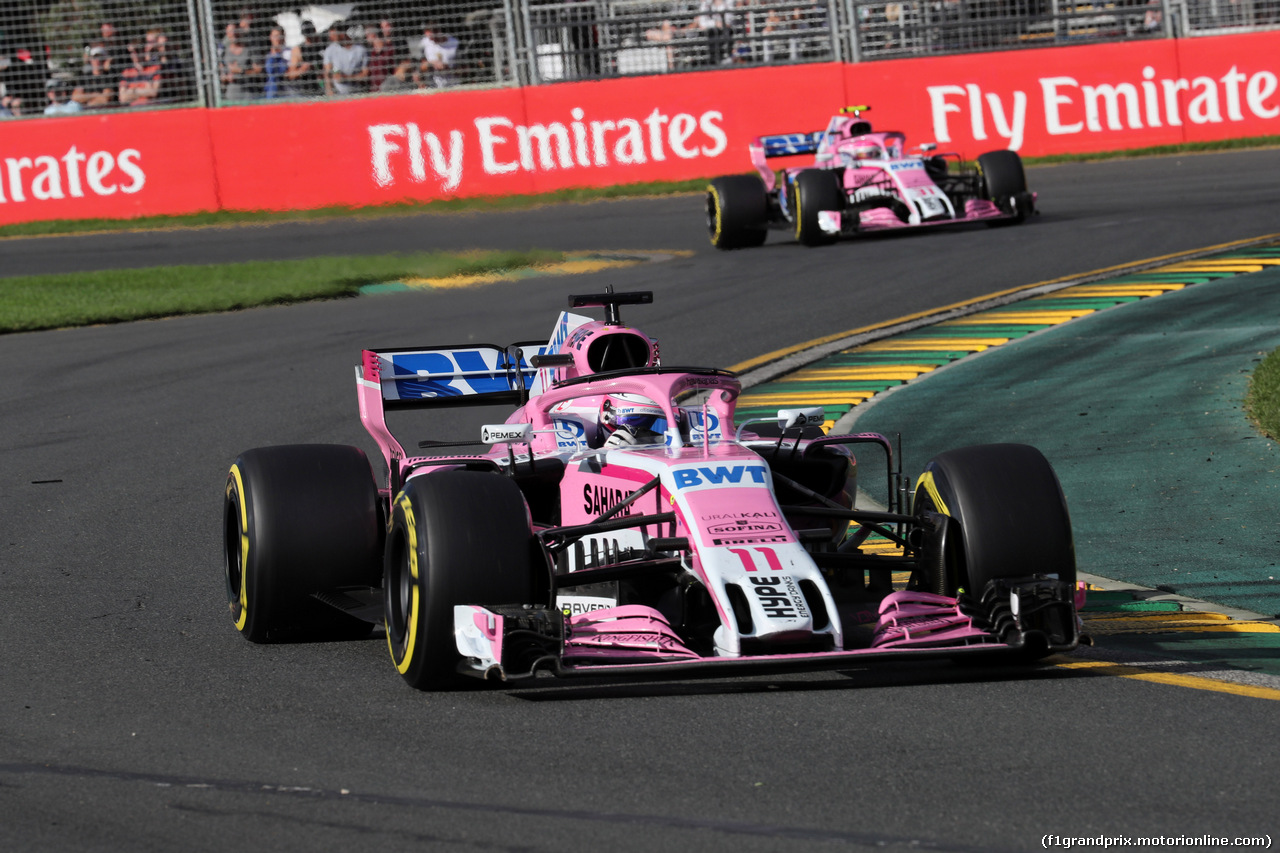 GP AUSTRALIA, 25.03.2018 - Gara, Sergio Perez (MEX) Sahara Force India F1 VJM011 davanti a Esteban Ocon (FRA) Sahara Force India F1 VJM11